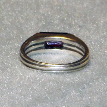 Garnet ring back