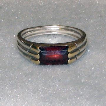 Garnet ring face